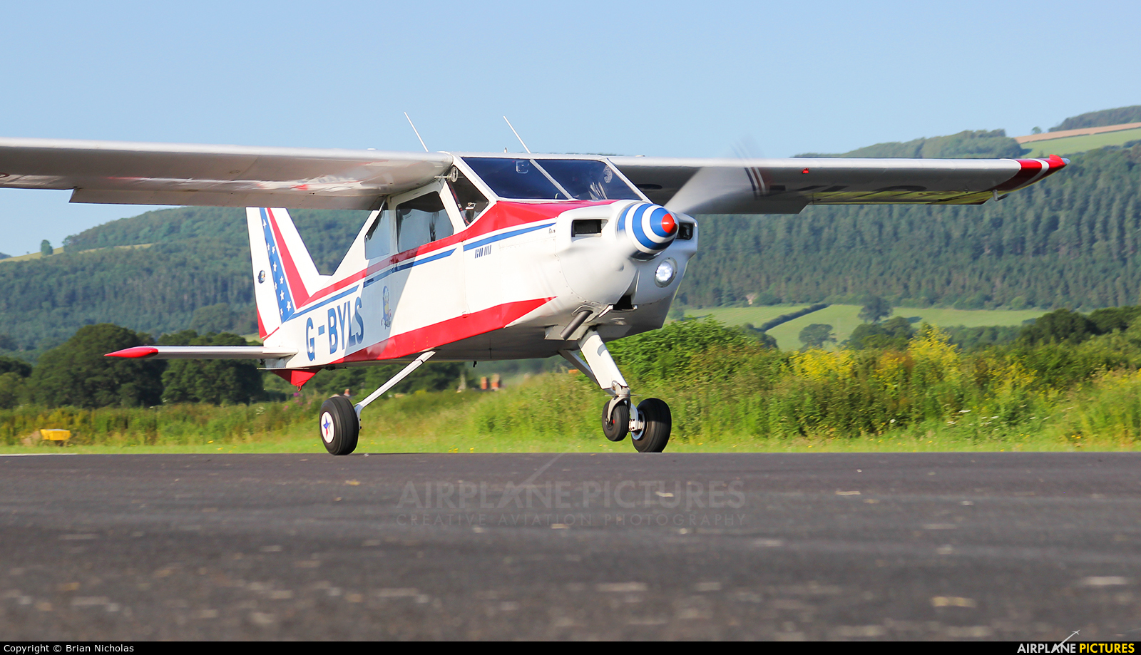 Private G-BYLS aircraft at Welshpool