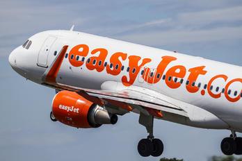 G EZWI - easyJet Airbus A320