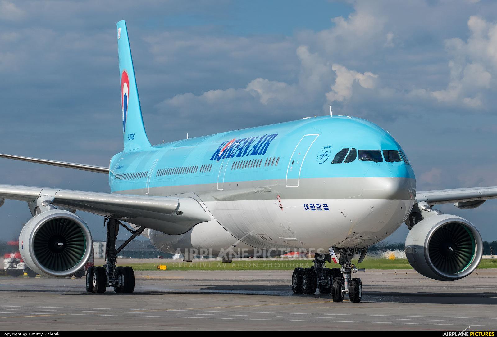 Korean Air HL8026 aircraft at Moscow - Sheremetyevo