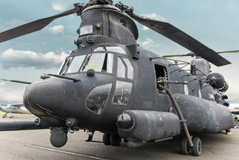 04-03738 - USA - Army Boeing MH-47G Chinook