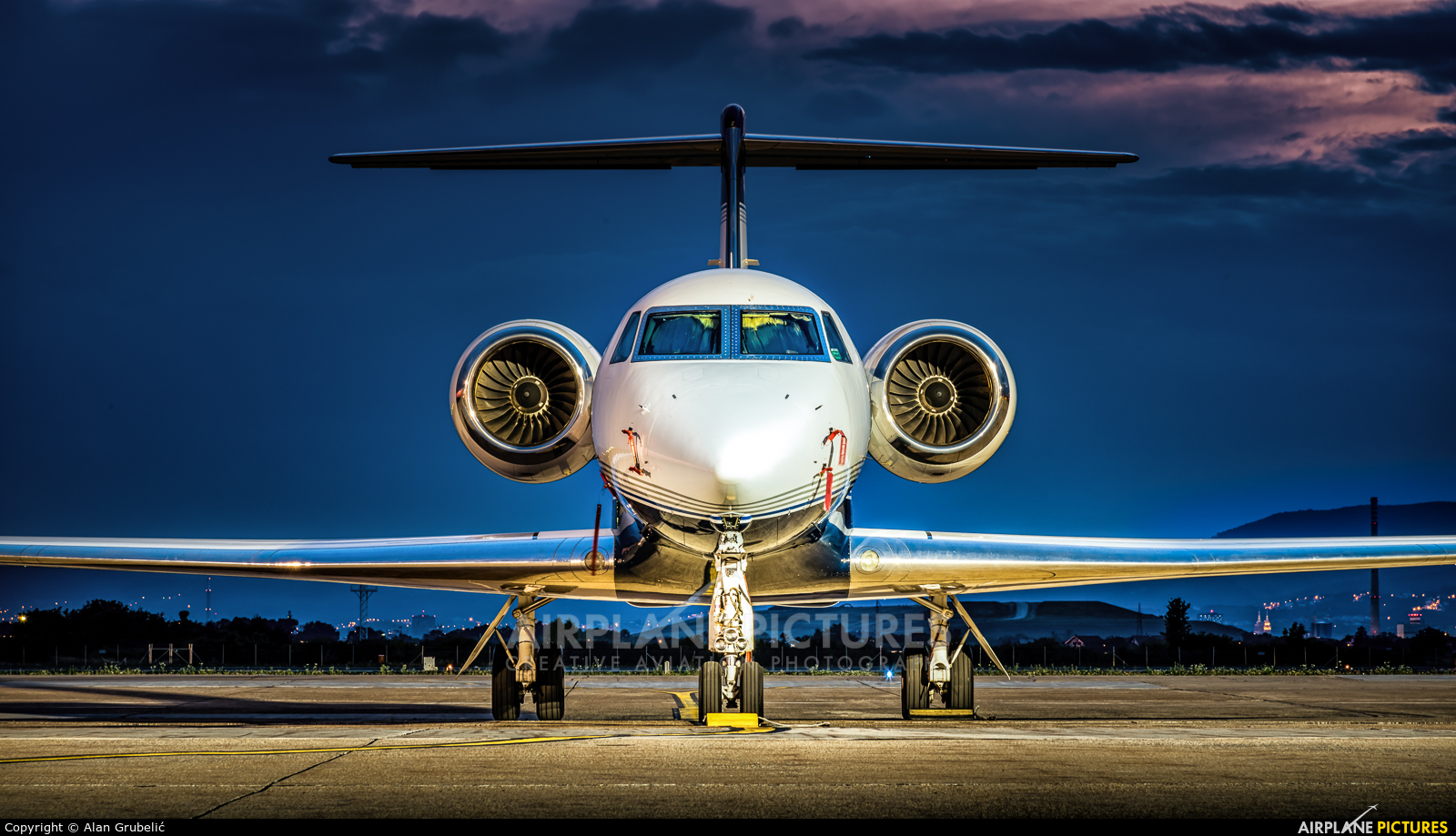 Private N524AG aircraft at Zagreb