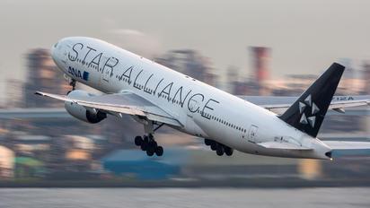 JA712A - ANA - All Nippon Airways Boeing 777-200