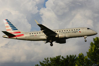 N133HQ - American Eagle Embraer ERJ-175 (170-200)
