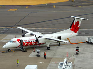 C-GHTA - Air Canada Jazz de Havilland Canada DHC-8-300Q Dash 8