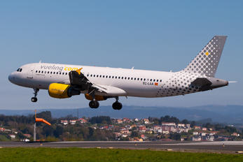 EC-LAA - Vueling Airlines Airbus A320