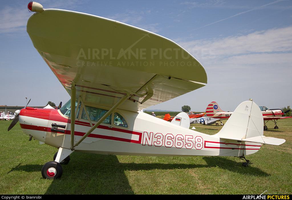 Private N36658 aircraft at Montagnana