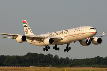 A6-EHD - Etihad Airways Airbus A340-500