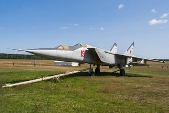19 - Belarus - Air Force Mikoyan-Gurevich MiG-25PU