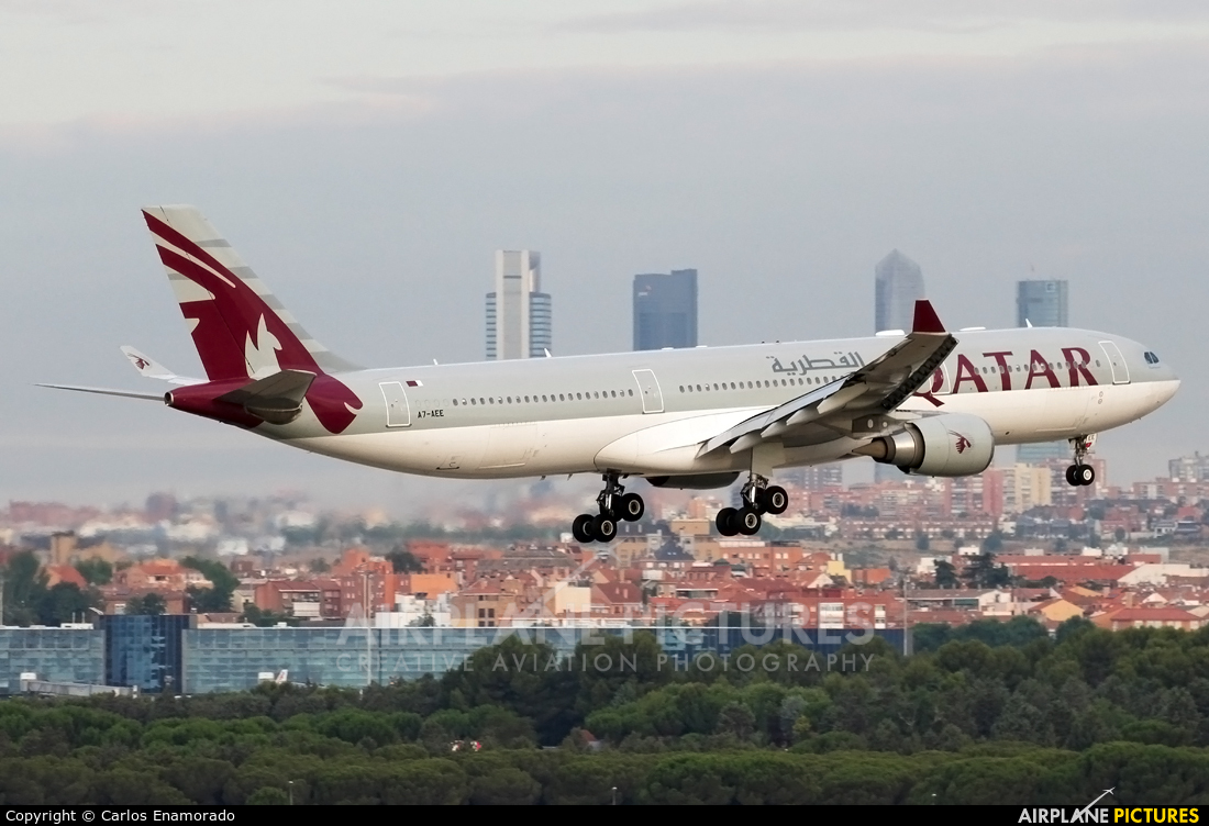 A7 aee qatar airways airbus a330 300 at madrid barajas for Oficina qatar airways madrid
