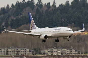 N34282 - United Airlines Boeing 737-800