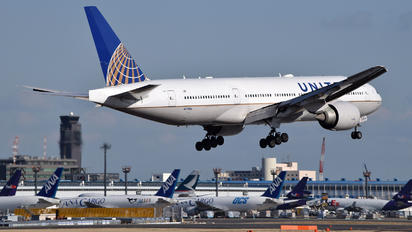N77006 - United Airlines Boeing 777-200ER