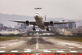 JA712A - - Airport Overview - Airport Overview - Runway