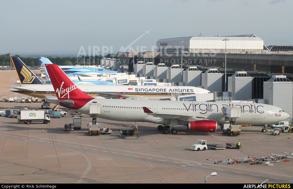 - Airport Overview - aircraft at Manchester