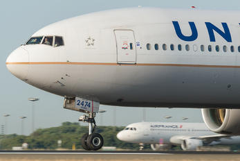 N774UA - United Airlines Boeing 777-200ER