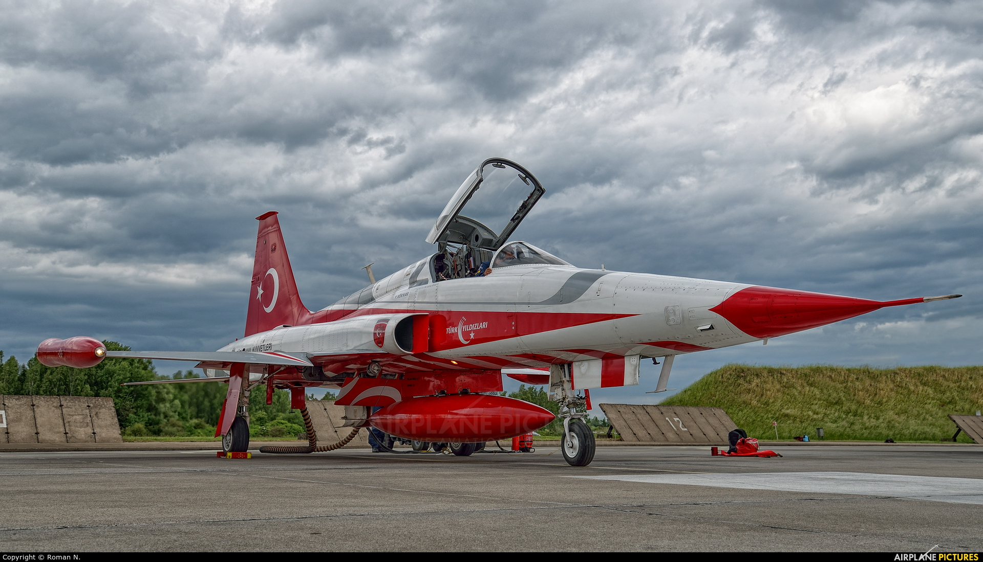 Turkey - Air Force : Turkish Stars 70-3004 aircraft at Malbork
