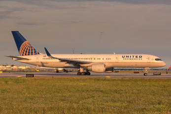 N588UA - United Airlines Boeing 757-200