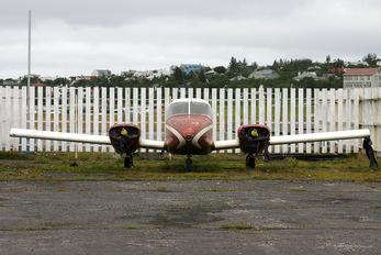 - - Private Piper PA-23 Apache