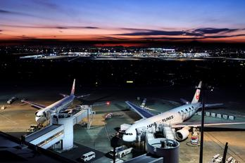 - - JAL - Japan Airlines - Airport Overview - Apron