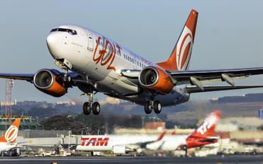 PR-VBP - GOL Transportes Aéreos  Boeing 737-700