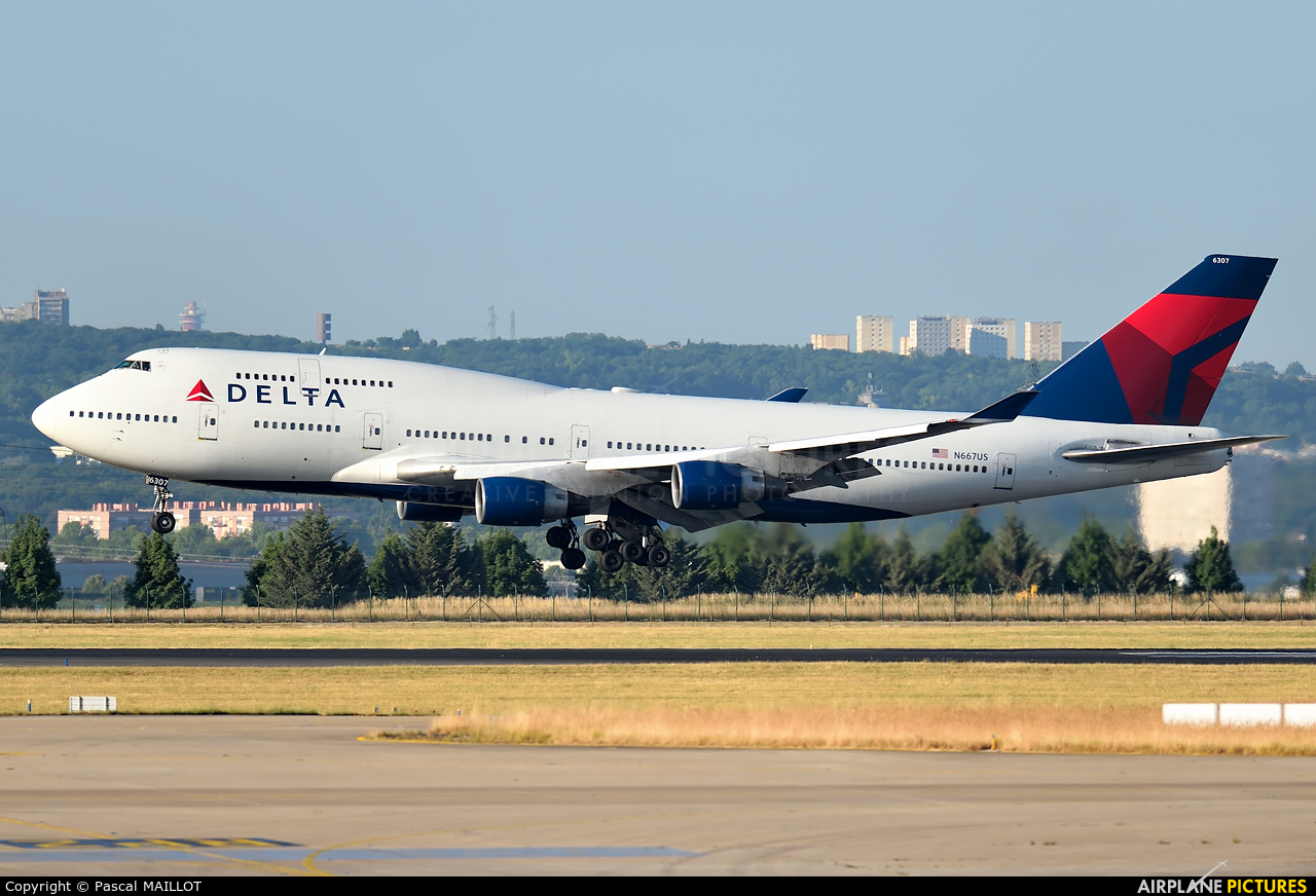 Delta Air Lines N667US aircraft at Paris - Charles de Gaulle