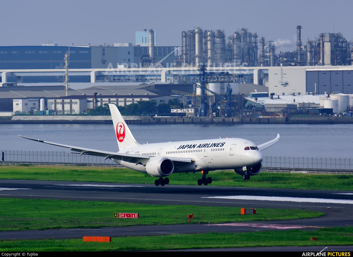 JAL - Japan Airlines JA827J aircraft at Tokyo - Haneda Intl