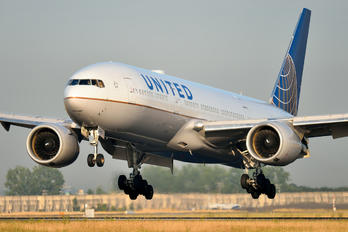 N778UA - United Airlines Boeing 777-200