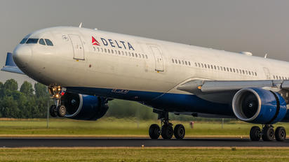 N808NW - Delta Air Lines Airbus A330-300