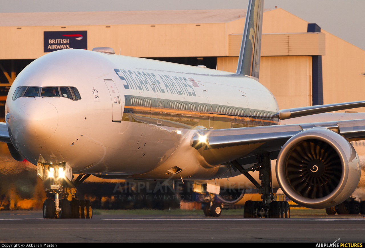 Singapore Airlines 9V-SWV aircraft at London - Heathrow