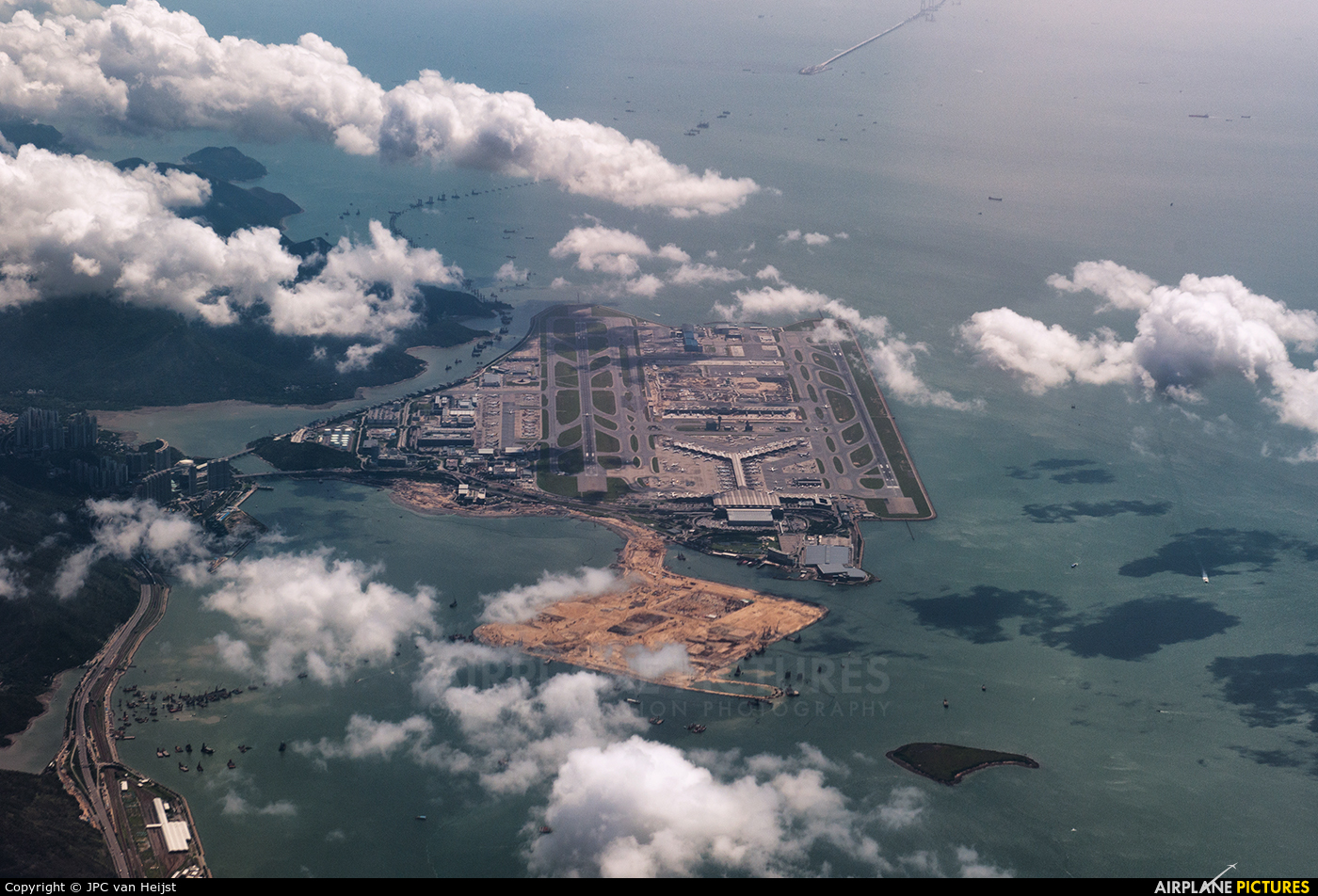 - Airport Overview - aircraft at HKG - Chek Lap Kok Intl