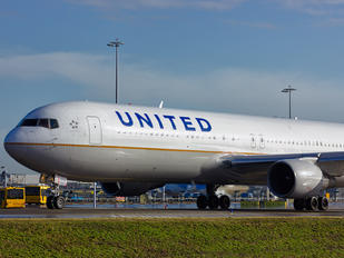 N646UA - United Airlines Boeing 767-300ER