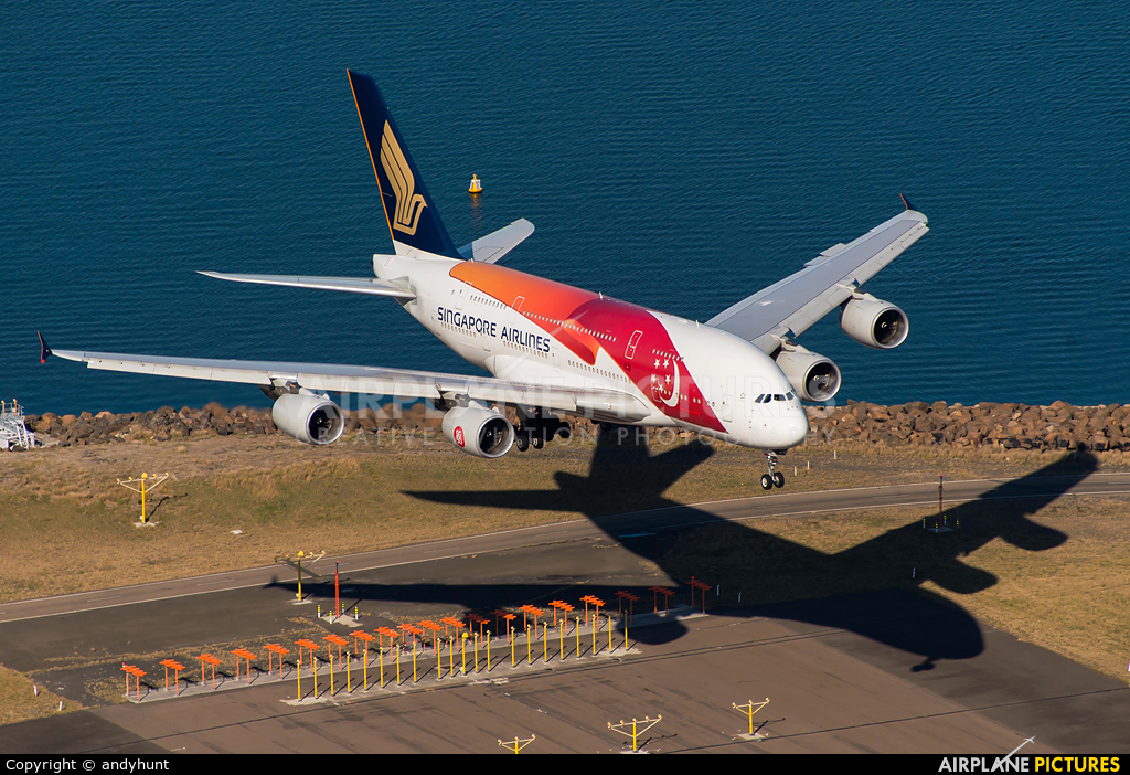 Singapore Airlines 9V-SKI aircraft at Sydney - Kingsford Smith Intl, NSW