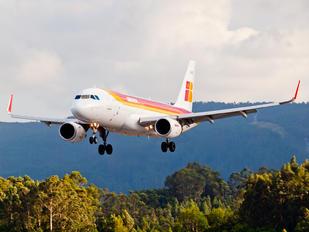 EC-LXQ - Iberia Airbus A320