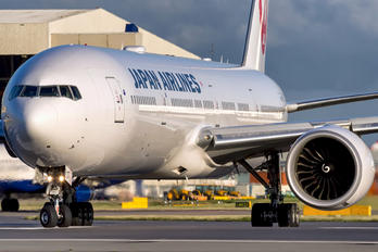JA737J - JAL - Japan Airlines Boeing 777-300ER