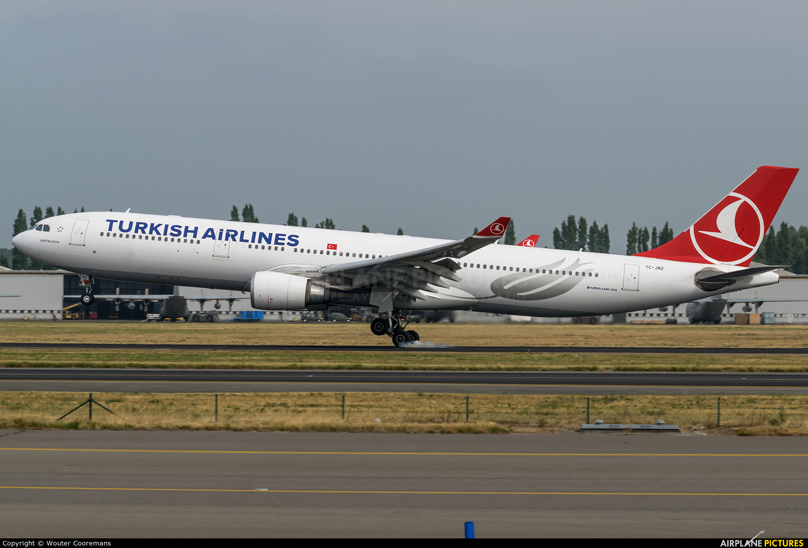 tc jnz turkish airlines airbus a330 300 at brussels zaventem photo id 598461 airplane. Black Bedroom Furniture Sets. Home Design Ideas