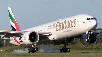 A6-EGG - Emirates Airlines Boeing 777-300ER