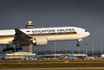 9W SWE - Singapore Airlines Boeing 777-300ER