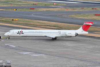 JA8029 - JAL - Japan Airlines McDonnell Douglas MD-90