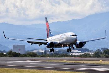 N304DQ - Delta Air Lines Boeing 737-700