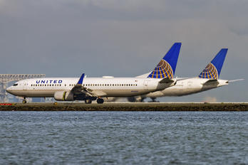 N14219 - United Airlines Boeing 737-800