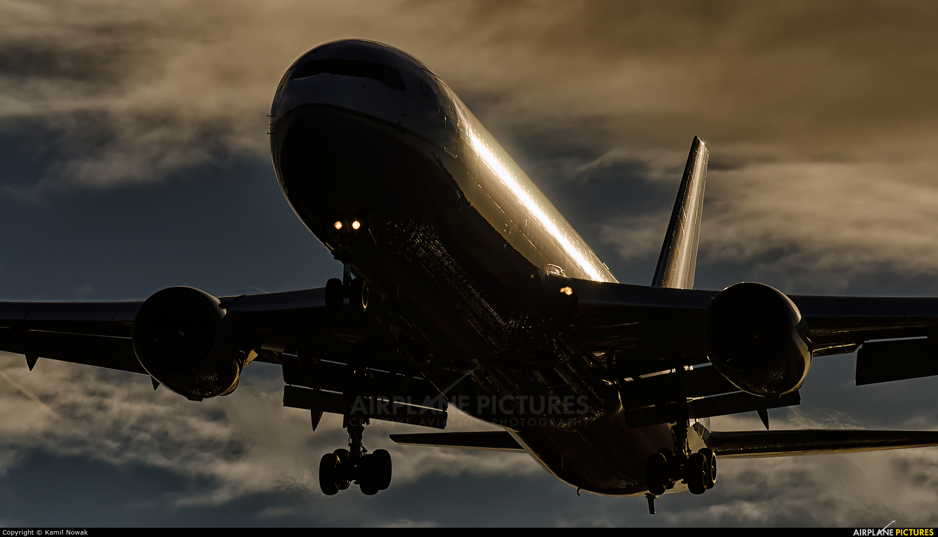 United Airlines  aircraft at London - Heathrow
