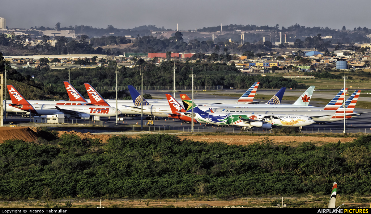 - Airport Overview - aircraft at São Paulo - Guarulhos