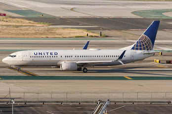 N33284 - United Airlines Boeing 737-800