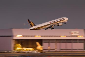 9V-SQM - Singapore Airlines Boeing 777-200ER