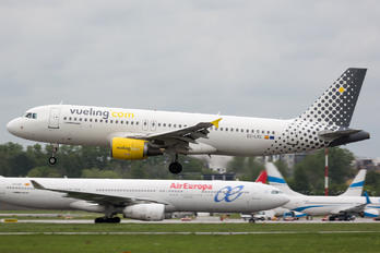 EC-LVC - Vueling Airlines Airbus A320