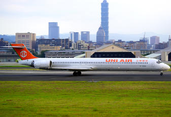 B-17922 - Uni Air McDonnell Douglas MD-90