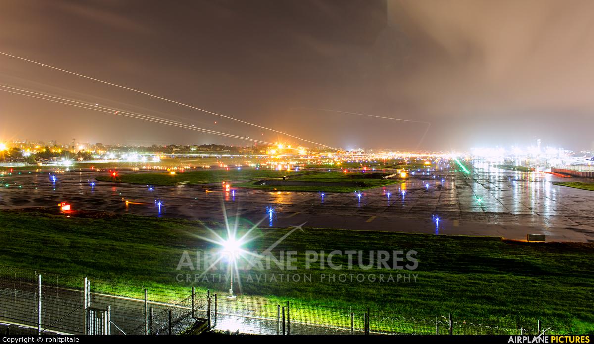 - Airport Overview - aircraft at Mumbai - Chhatrapati Shivaji Intl