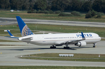 N664UA - United Airlines Boeing 767-300ER