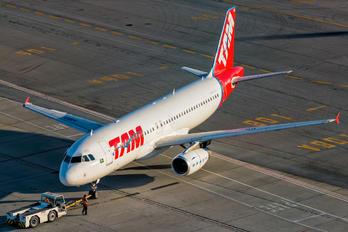 PR-MBD - TAM Airbus A320