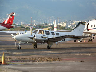 HR-AUK - Private Beechcraft 58 Baron