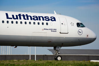 D-AIST - Lufthansa Airbus A321